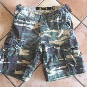 Active brand short Camouflage size 28 Cargo